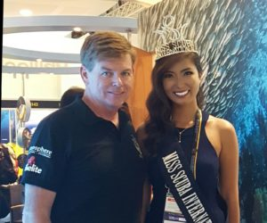 Posing for a photo with Miss Scuba International 2015, Cindy Madduma from the Philippines.