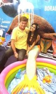 Posing with a mermaid at DRT-Manila 2016